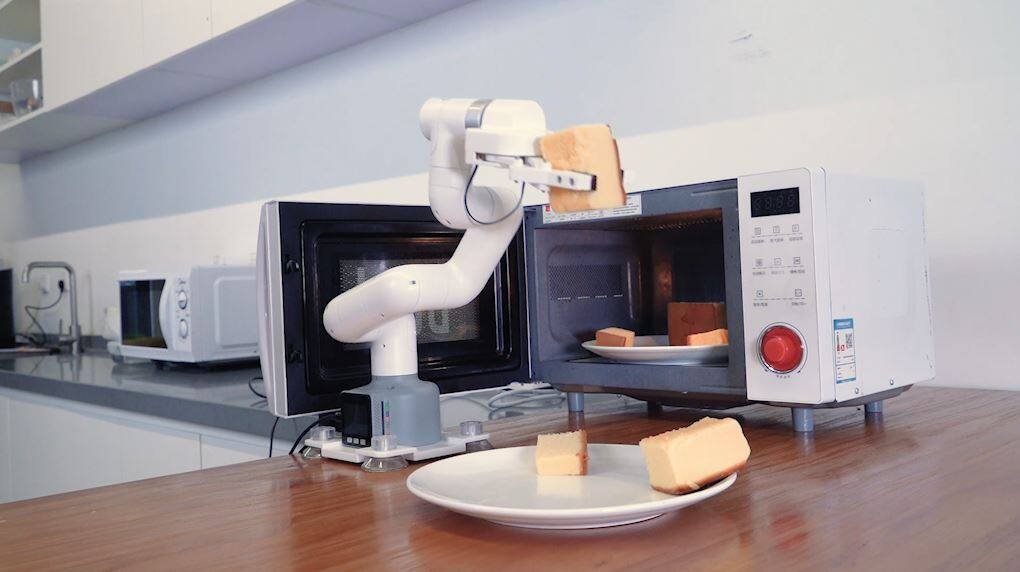 cobot take cakes from micro oven